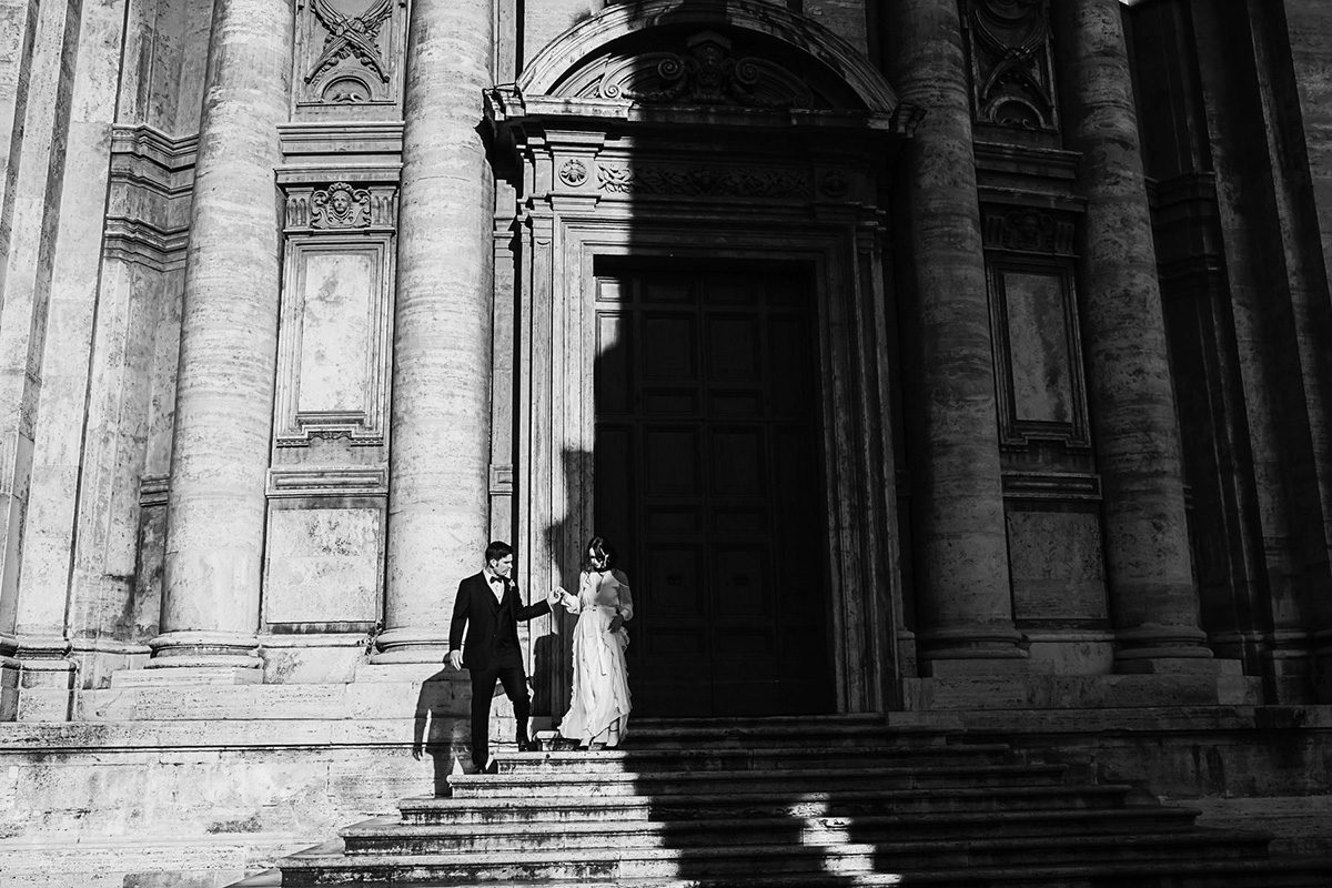 romantic-bridal-portraits_Rome-Italy-Destination-Elopement_Quincenmulberrystudios